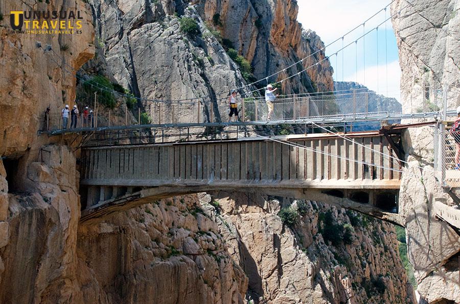 Puente sobre el desfiladero
