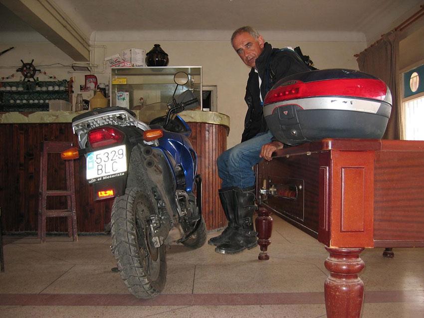 Colocando las motos en el billar